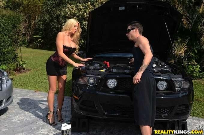 El mecánico me esta poniendo cachonda - foto 4