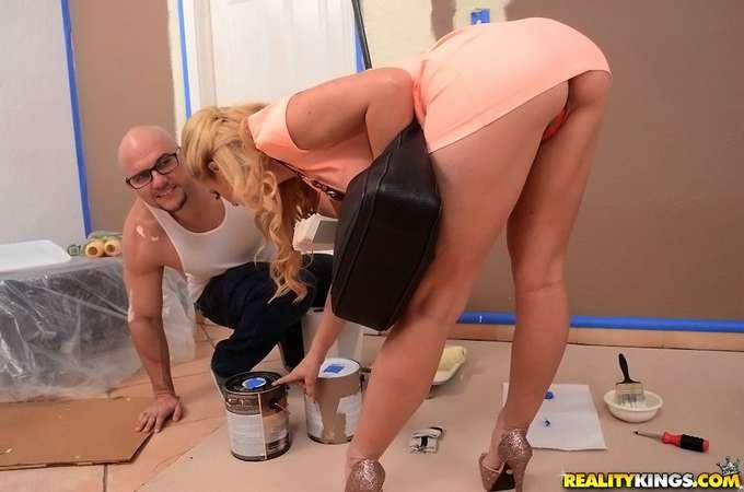 Pilla al pintor tocándose los cojones - foto 4