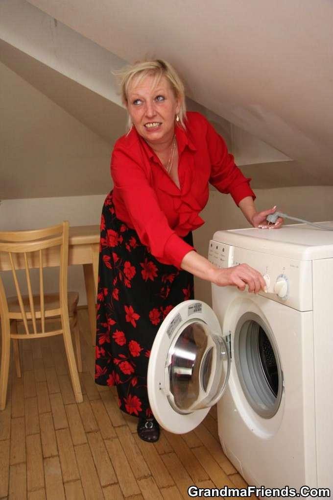 Mi madre y los jóvenes técnicos de la lavadora - foto 2