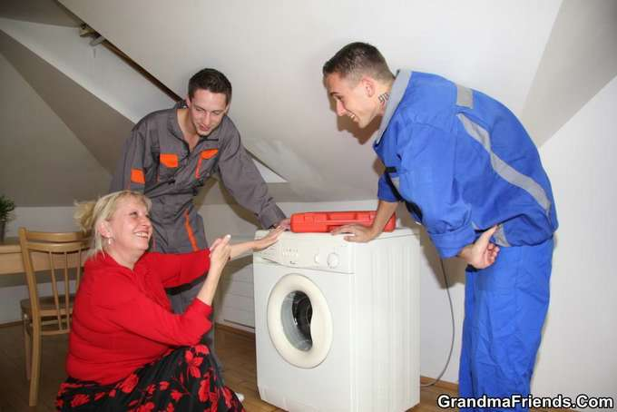 Mi madre y los jóvenes técnicos de la lavadora - foto 3