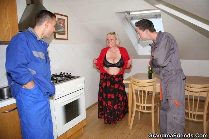 Mi madre y los jóvenes técnicos de la lavadora - foto 4
