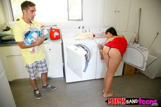 Mamá en la lavandería, vaya culo joder !! - foto 3