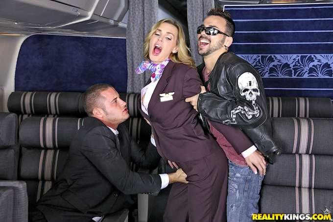 Sexo con las putas azafatas en pleno vuelo - foto 4