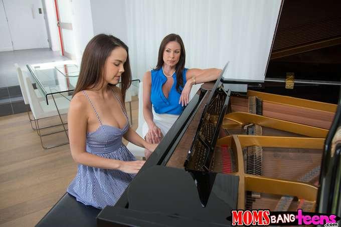 Si toco mal el piano, mamá me da unos azotes - foto 1