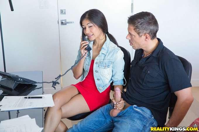 Mi secretaria latina alucina con mi polla - foto 2