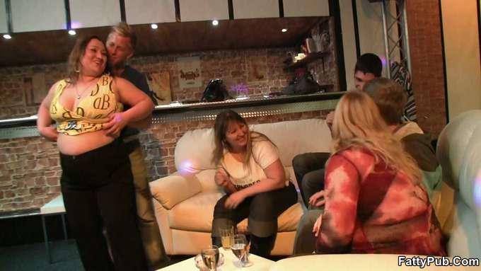 Madura gorda acaba follada en el bar - foto 4