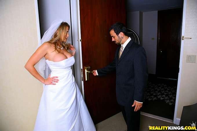 Recien casada y ya se esta follando a otro - foto 1