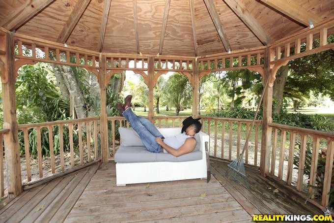El vago del jardinero se ha dormido - foto 3