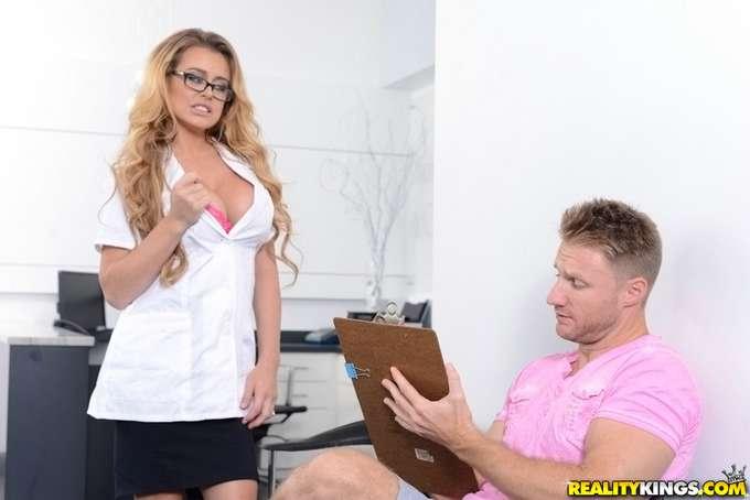 A la dentista se le salen las tetas !! - foto 3