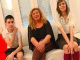 Madura española con dos jovencitos - Españolas