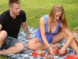 Mi suegra me invita a comer en el campo - Fotos Porno