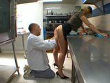 Madre follada en la cocina del restaurante - Amateur