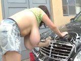 La tetona Milena Velba lavando el coche - Tetonas