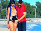 Se liga a una Milf francesa en la playa - Casadas