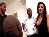 La diosa Lisa Ann follada por tres negrazos - Actrices Porno