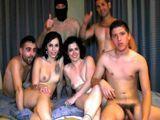 Se lleva a su hijo a una orgía porno casera - Españolas