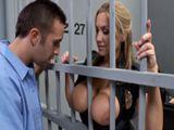 Sexo en prisión con uno de los presos - Zorras