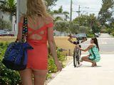 Se encuentra con una amiga por la calle - Fotos Porno