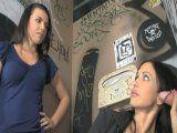 Madre e hija comparten un glory hole - Mamadas