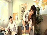 La secretaria lleva unas minifaldas... - Secretarias