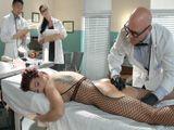 El doctor se propasa con una paciente - Cerdas