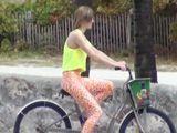 Nos ponen hasta montando en bicicleta - Actrices Porno