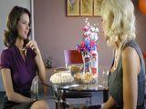 Puma Swede y Veronica Avluv cenando juntas - Actrices Porno