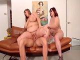 Trío con dos mujeronas muy gordas - Gordas