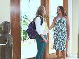 Le da la bienvenida a la alumna de intercambio - Lesbianas