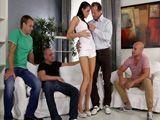 Mi marido y sus amigotes me van a follar - HD