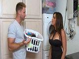 A la vecina se le había estropeado la lavadora - Amas De Casa