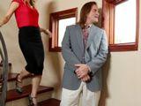 Pilla al marido mirando a la hija de los vecinos - Zorras