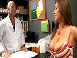 El farmacéutico alucina con las tetas de la señora - Tetonas