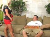 Ama de casa con ganas de follarse al pizzero - Rubias
