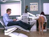 Increíble el culazo que tiene mi dentista - Culos