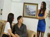 Pilla al marido tonteando con la vecina - Trios