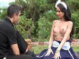 La chacha le enseña las tetas al señor - Morenas