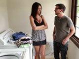 Coincido en la lavandería con la madre de mi amigo - Amas De Casa