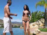 Mi vecina tiene un polvo en bikini, vaya tetazas joder - Vecinas