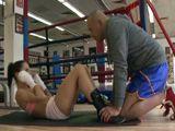 Mi entrenador de boxeo tiene ganas de comerme el coño - Actrices Porno