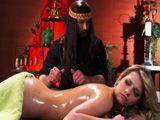 El masajista la engaña para lograr tener sexo con ella ... - Masajes Porno