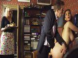 La señora se folla al mayordomo y no se corta para nada - Anal