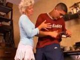 Los domingos a la abuela le apetece follar - Abuelas