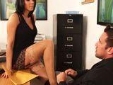 La jefa viene a mi despacho buscando un buen pollazo - Milf