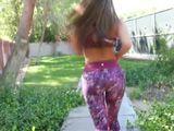 Mi vecina sale a correr con leggins marcando coño - Culos