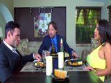 Mi marido invita a comer a casa a un compañero de trabajo - Xvideos