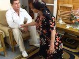 La abuela me ayuda a recoger el cuarto - Abuelas