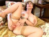 Se masturba porque el marido pasa de ella - Webcams