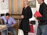 Cincuentona sexy supera la entrevista de trabajo - Abuelas