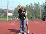 Abuela cerda se deja follar por el monitor de tenis - Abuelas